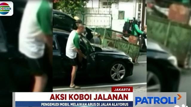 Aksi bak koboi jalanan ini sempat menarik perhatian warga karena dinilai arogan.