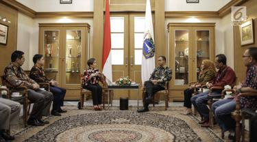 Suasana saat Gubernur DKI Jakarta Anies Baswedan menerima kunjungan jajaran manajemen Emtek Group di Balaikota, Jakarta, Kamis (29/3). (Liputan6.com/Faizal Fanani)