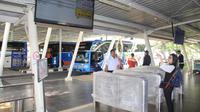PT Angkasa Pura II mulai melakukan standarisasi sistem antrean bus. Liputan6.com/Pramita