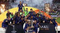 Pemain Chelsea merayakan gelar juara Liga Eropa 2019 usai mengalahkan Arsenal pada laga final Liga Eropa di Baku Olympic Stadium, Kamis (30/5) dini hari WIB. Chelsea menang 4-1 atas Arsenal. (AP Photo/Darko Bandic)