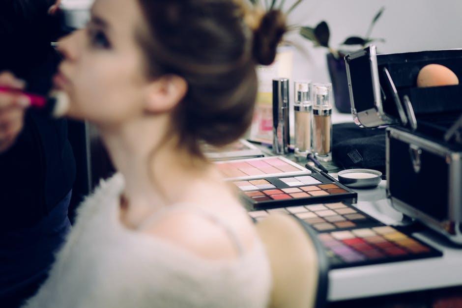 Iustrasi makeup. (Sumber foto: Pexels.com)