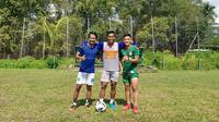 Gelandang Persebaya Surabaya, Muhammad Hidayat, tetap menjalani latihan di kampung halamannya di tengah vakum kompetisi Shopee Liga 1 2020. (Bola.com/Aditya Wany)
