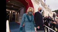 Joe Biden dan istri, Jill Biden bersiap masuk ke area pelantikan dan pengambilan sumpah jabatan di Gedung Capitol Hill, AS. (Live Streaming VOA)