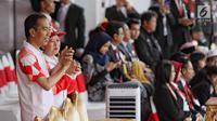 Presiden Joko Widodo dan Menko PMK Puan Maharani aat acara api obor Asian Games 2018 sebelum upacara penurunan Bendera Merah Putih di Istana Negara Jakarta, Jumat (17/8). (Liputan6.com/Pool/Eko)