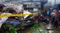 Sebuah rumah kos berlantai 3 di Jl. Bangka Barat IV RT. 03/07 Kelurahan Pela Mampang, Jakarta Selatam ambruk. (Foto: TMC Polda Metro Jaya)