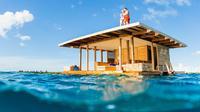 Hotel terapung The Manta Resort di Tanzania memiliki ruang di bawah air untuk menginap.