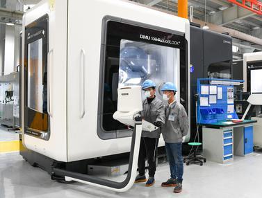Mengintip Pabrik Pembuatan Komponen Pesawat di China