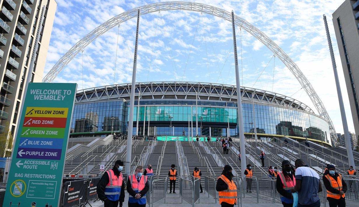 Stadion bersejarah yang terletak di Kota London, Inggris ini terpilih menjadi saksi final perhelatan Euro 2020 (Euro 2021). Tak seperti tahun-tahun sebelumnya, Wembley akan mencatatkan sejarah Piala Eropa yang bergulir di tengah Pandemi COVID-19. (Foto: AFP/Justin Tallis)