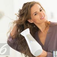 Tanpa emmbuat rambut rusak, alat styling ini mampu mewujudkan tatanan rambut indah setiap saat.