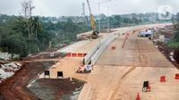 Pemandangan proyek pembangunan Jalan Tol Lingkar Luar Jakarta (JORR) II ruas Cinere-Serpong di kawasan Pondok Cabe, Tangerang Selatan, Banten, Jumat (13/12/2019). Pembangunan kontruksi ruas tol sepanjang 10,14 kilometer tersebut saat ini sudah 73 persen. (Liputan6.com/Faizal Fanani)