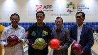 Menpora Imam Nahrawi takjub dengan bangunan venue bowling hasil hibah dari Asia Pulp & Paper (APP) Sinar Mas yang akan digunakan untuk Asian Games 2018. (dok. APP Sinar Mas)