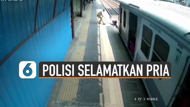 Terekam kamera CCTV aksi heroik polisi selamatkan pria yang hampir tertabrak kereta.