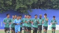 Sesi latihan Sriwijaya FC di Palembang pada Senin (4/12/2017). (Bola.com/Riskha Prasetya)