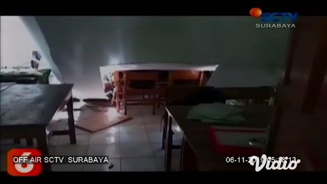 Atap gedung Sekolah Dasar Negeri Gentong, Kota Pasuruan, Jawa Timur, ambruk, menyebabkan seorang guru dan seorang murid tewas. Insiden, yang terjadi Selasa pagi, 5 November 2019 ini, juga menyebabkan 11 murid lainnya cedera.
