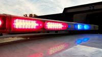 Usai insiden kecelakaan, pengemudi mabuk kabur. Polisi menemukannya telanjang bersembunyi di atap gedung terdekat.