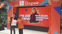 Direktur Shopee Indoesia Handhika Jahja saat memperkenalkan Didi Kempot sebagai Brand Ambassador Shopee terbaru (Liputan6.com/Komarudin)