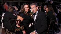 Pierce Brosnan dan Keely Shaye Smith tahun 2013 (AFP/Bintang.com)
