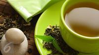 Ingin menikmati khasiat secangkir teh hangat dengan maksimal bagi kesehatan tubuh? Intip cara unik berikut ini. (Foto: Istockphoto)