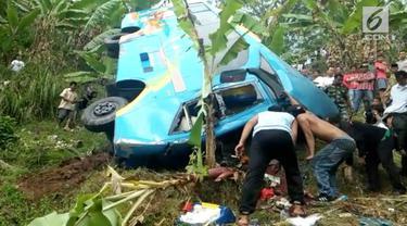 Bus yang membawa karyawan sebuah perusahaan swasta yang kan melakukan gathering terperosok ke dalam jurang di kawasan Cikidang Sukabumi. Belasan Orang tewas dalam kecelakaan ini
