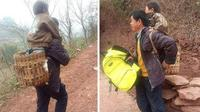 Yu Xukang rela berjalan jauh sambil menggendong putranya agar ia bisa pergi ke sekolah. Source: http://cavemancircus.com