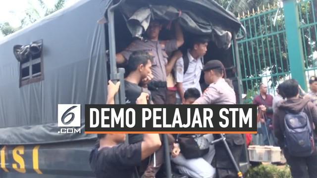 Puluhan pelajar digelandang ke Polda Metro Jaya. Mereka adalah orang-orang yang berujuk rasa di Kompleks DPR/MPR pada Rabu (25/9/2019).