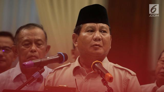 Capres Prabowo Subianto didampingi sejumlah pengurus BPN memberikan keterangan terhadap wartawan di Jakarta, Rabu (8/5). Prabowo menilai pernyataan Hendropriyono bernada ancaman. (Liputan6.com/Faizal Fanani)