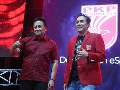 Ketum PKPI Diaz Hendropriyono dan Kepala Bekraf Triawan Munaf saat peluncuran Departemen eSports PKPI di SCBD, Jakarta, Selasa (25/9). Departemen ini berdiri mengurus olahraga game (esports games). (Liputan6.com/HO/Engga)