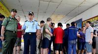 Operasi gabungan dilakukan pihak Imigrasi di lokasi tambang Batu Bara yang mempekerjakan ratusan TKA asal Tiongkok (Liputan6.com/Yuliardi Hardjo)