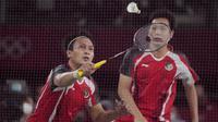 Harapan medali perunggu di ganda putra sebagai pelipur lara akhirnya lepas usai Mohammad Ahsan/Hendra Setiawan harus mengakui keunggulan wakil Malaysia, Aaron Chia/Soh Wooi Yik dengan rubber-game dalam partai perebutan medali perunggu, Sabtu (31/7/2021) sore WIB. (Foto: AP/Dita Alangkara)