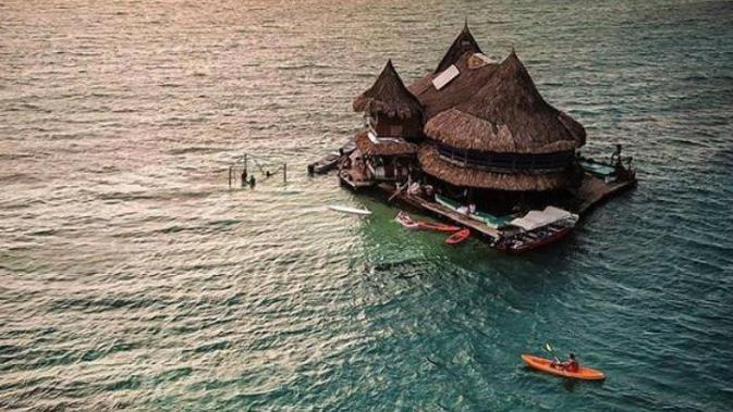 Intip indahnya Casa en el Agua Eco hostel di jantung laut Karibia yang dikelilingi oleh pemandangan perairan Taman Nasional Kepulauan San Bernado. (Foto: instagram @casaenelagua)#source%3Dgooglier%2Ecom#https%3A%2F%2Fgooglier%2Ecom%2Fpage%2F%2F10000