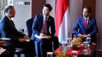 Presiden Jokowi menerima CEO Posco Oh-Joon Kwon disela kunjungan kenegaraan di Hotel Lotte Seoul, Senin (10/9). Agenda ini merupakan rangkaian acara hari kedua kunjungan kenegaraan Kepala Negara di Korea Selatan. (Liputan6.com/HO/Biro Pers Setpres)