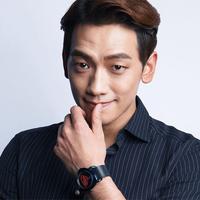 Setelah tugas wajib militernya selesai, Rain memutuskan untuk membangun agensinya sendiri. Ia mendirikan agensi sendiri yang diberi nama J. Tune Entertainment. (Foto: Soompi.com)