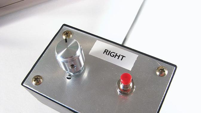 Bentuk kontroler untuk bermain gim pertama di dunia. (Doc: videogamehistorian.wordpress.com)