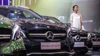 Mobil Mercedez Benz berjejer saat peluncuran tujuh mobil terbaru Mercedes Benz di Gaikindo Indonesia International Auto Show (GIIAS), ICE BSD, Tangsel, Kamis (11/8). (Liputan6.com/Fery Pradolo)