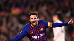 1. Lionel Messi - Siapa yang tidak kagum dengan kemampuan bintang Barcelona tersebut. Dengan postur tubuh 170 cm, La Pulga sudah meraih segalanya bersama Barcelona. (AFP/Josep Lago)
