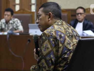 Mantan Menteri Agama, Lukman Hakim Saifuddin saat menjadi saksi pada sidang lanjutan dugaan suap jual-beli jabatan di lingkungan Kemenag dengan terdakwa M Romahurmuziy di Pengadilan Tipikor Jakarta, Rabu (4/12/2019). Sidang beragenda mendengar keterangan saksi. (Liputan6.com/Helmi Fithriansyah)