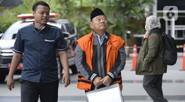Bupati Sidoarjo nonaktif, Saiful Ilah berjalan akan menjalani pemeriksaan lanjutan di Gedung KPK, Jakarta, Kamis (20/2/2020). Saiful Ilah diperiksa sebagai tersangka untuk melengkapi berkas terkait dugaan menerima suap proyek infrastruktur di Dinas PUPR Kabupaten Sidoarjo. (merdeka.com/Dwi Narwoko)