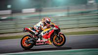 Pembalap Repsol Honda, Marc Marquez akan memulai balapan MotoGP Qatar 2018 di Sirkuit Losail dari urutan kedua. (Twitter/Repsol Honda)