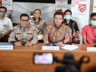 Direktur Tindak Pidana Umum Bareskrim Polri Brigjen Pol Ferdy Sambo (tengah) memberikan keterangan dalam rilis Kasus Kebakaran Kejagung di Bareskrim Mabes Polri, Jakarta, Jumat (13/11/2020). Bareskrim Polri menetapkan tiga tersangka baru kasus kebakaran Gedung Kejagung.  (Liputan6.com/Faizal Fanani)