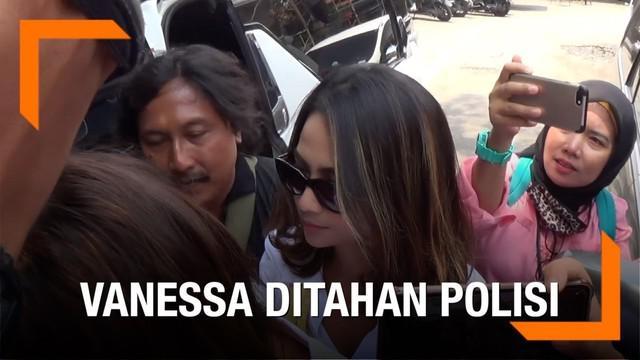 Kepolisian Daerah (Polda) Jawa Timur (Jatim) secara resmi menahan artis Vanessa Angel terkait kasus dugaan prostitusi online di Surabaya.