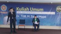 Tuan Guru Bajang (TGB) Zainul Majdi menjadi pembicara di Universitas Serang Raya (Yandhi/Liputan6.com)