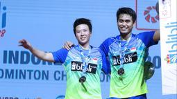 Ganda campuran Indonesia, Tontowi Ahmad/Liliyana Natsir usai melawan Chan Peng Soon/Goh Liu Ying (Malaysia) pada Final Indonesia Open 2018 di Istora GBK, Jakarta, Minggu (8/7). Tontowi/Liliyana unggul 21-17, 21-8. (Liputan6.com/Helmi Fithriansyah)