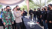 Kapolda Sumsel Irjen Pol Eko Indra Heri saat meninjau kesiapan tim drone squad, yang dikerahkan untuk mencegah potensi karhutla di Sumsel (Dok. Humas Polda Sumsel / Nefri Inge)