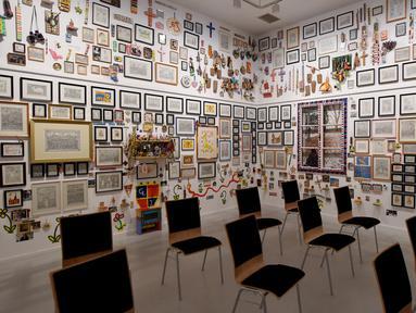 Berbagai karya seni dipamerkan di Museum Gugging di Klosterneuburg, Austria, pada 5 Agustus 2020. Museum Gugging, yang awalnya merupakan sanatorium kesehatan mental, kini memamerkan karya seni para mantan pasien dengan penyakit mental. (Xinhua/Guo Chen)