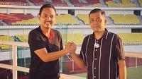 CEO PSIS Semarang, Yoyok Sukawi bersama calon investor baru, Junianto saat berfoto di Stadion Jatidiri, Semarang belum lama ini. (Dok Pribadi Junianto)