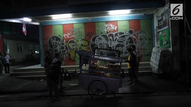 Polresta Depok telah mengantongidentitas pelaku penganiayaan dan perampokan pembeli nasi goreng di Depok. Sebelumnya pelaku juga merampok pengunjung warung kopi di Beji