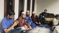 Suasana Duka di Rumah Syekh Ali Jaber di Lombok. (Liputan6.com/Hans Bahanan)