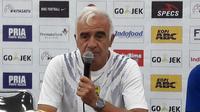 Mario Gomez, pelatih Persib Bandung seusai laga kontra Sriwijaya FC. (Bola.com/Erwin Snaz)