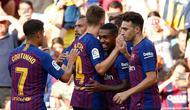 Penyerang Barcelona, Malcom berselebrasi bersama rekan-rekannya usai mencetak gol ke gawang Boca Juniors pada pertandingan Piala Joan Gamper di stadion Camp Nou, Spanyol (15/8). Barcelona menang telak 3-0 atas Boca Juniors. (AP Photo/Manu Fernandez)