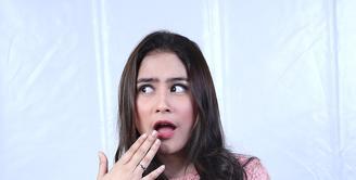 Warna baju yang cerah memberikan kesan imut dalam diri Prilly Latuconsina (Galih W Satria/Bintang.com)